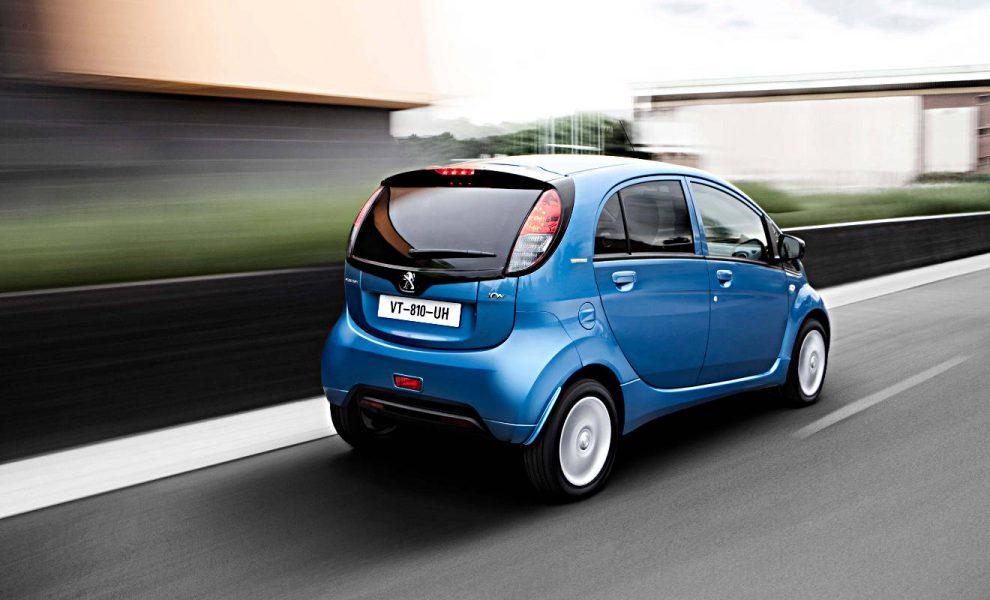 Das Elektroauto Peugeot iOn fungiert als Stromspeicher. Foto: Peugeot