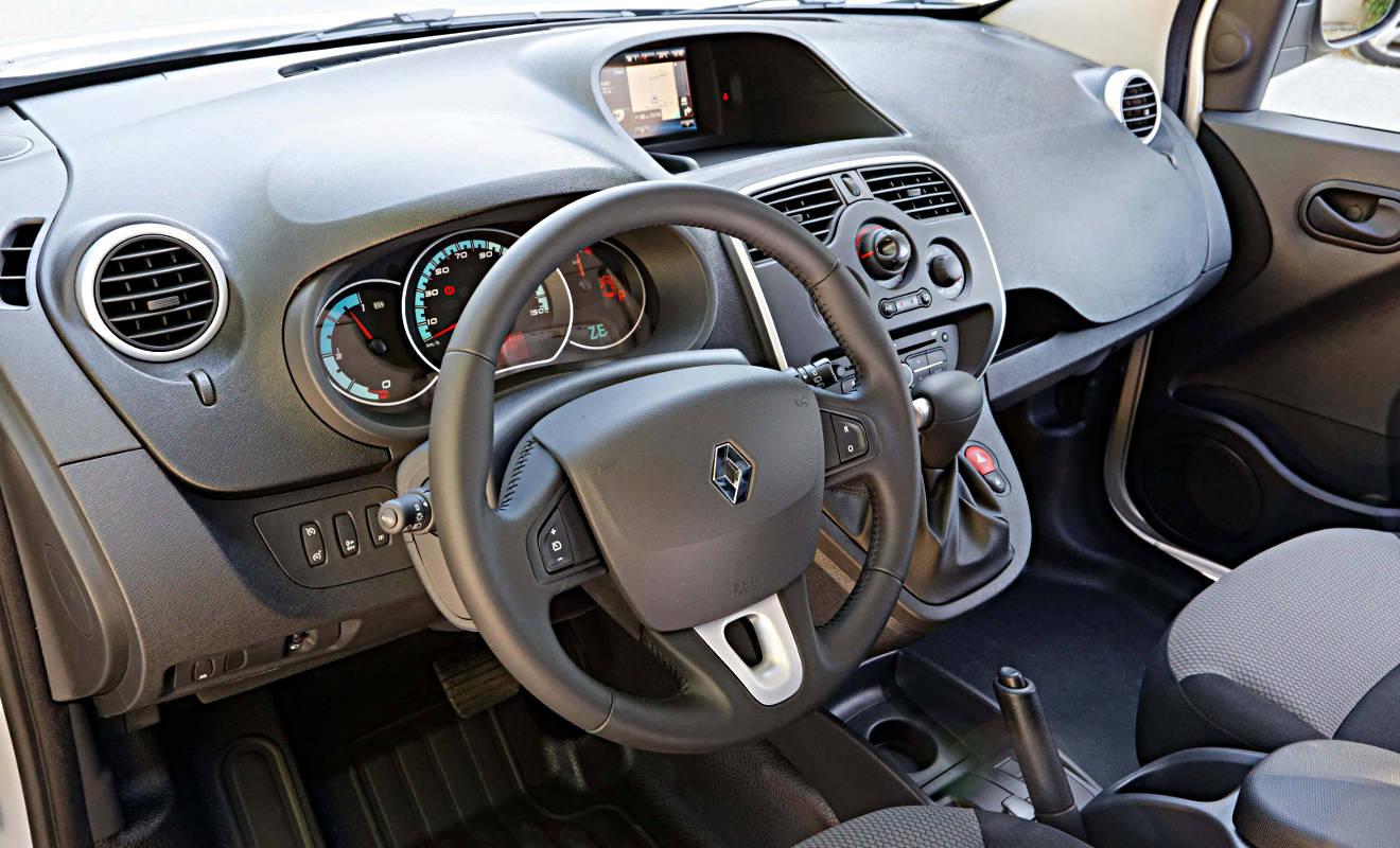 Das Cockpit im Renault Kangoo Z.E. ist übersichtliche gestaltet.