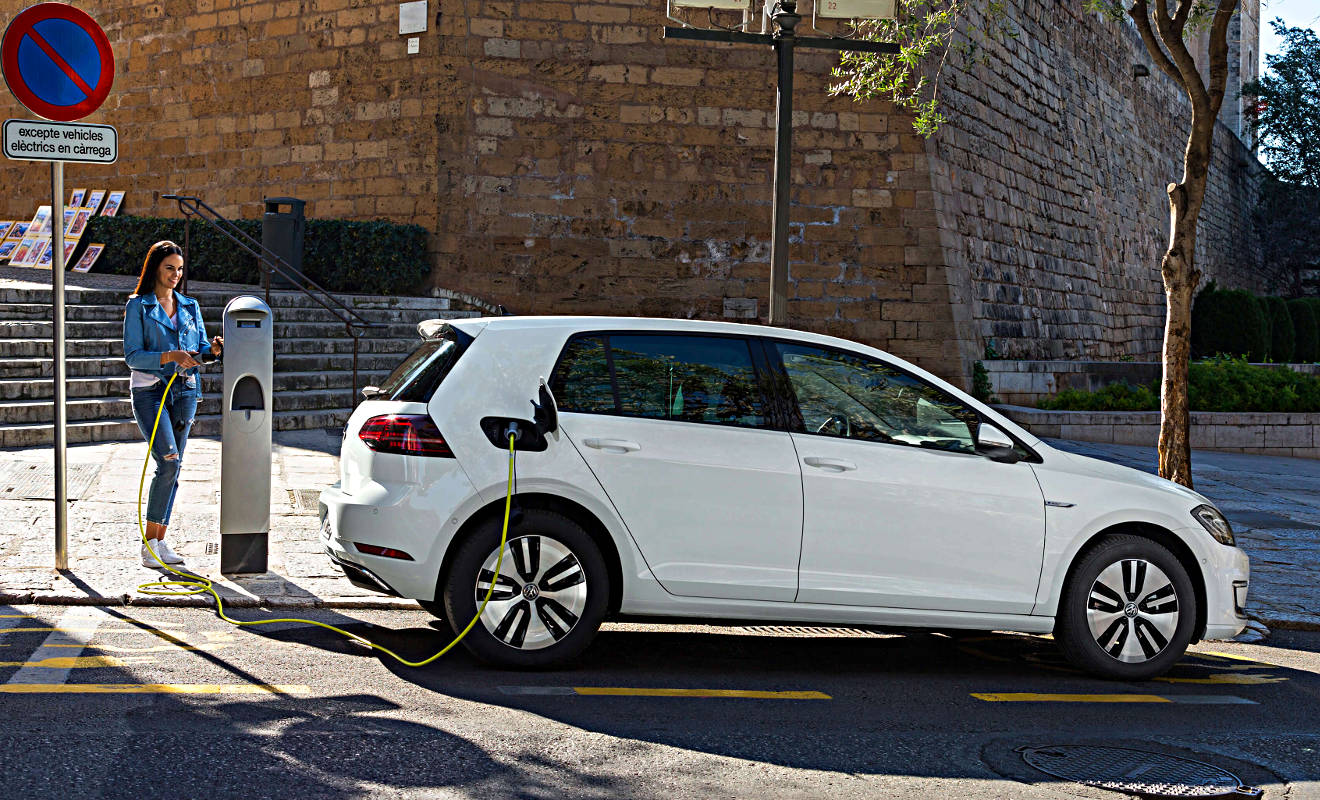 VW Elektro-Golf an der Ladesäule. Foto: VW