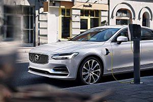 Volvo setzt auf die Elektromobilität. Mit dem S90 Twin Engine hat man einen Plug-in-Hybrid im Angebot. Foto: Volvo