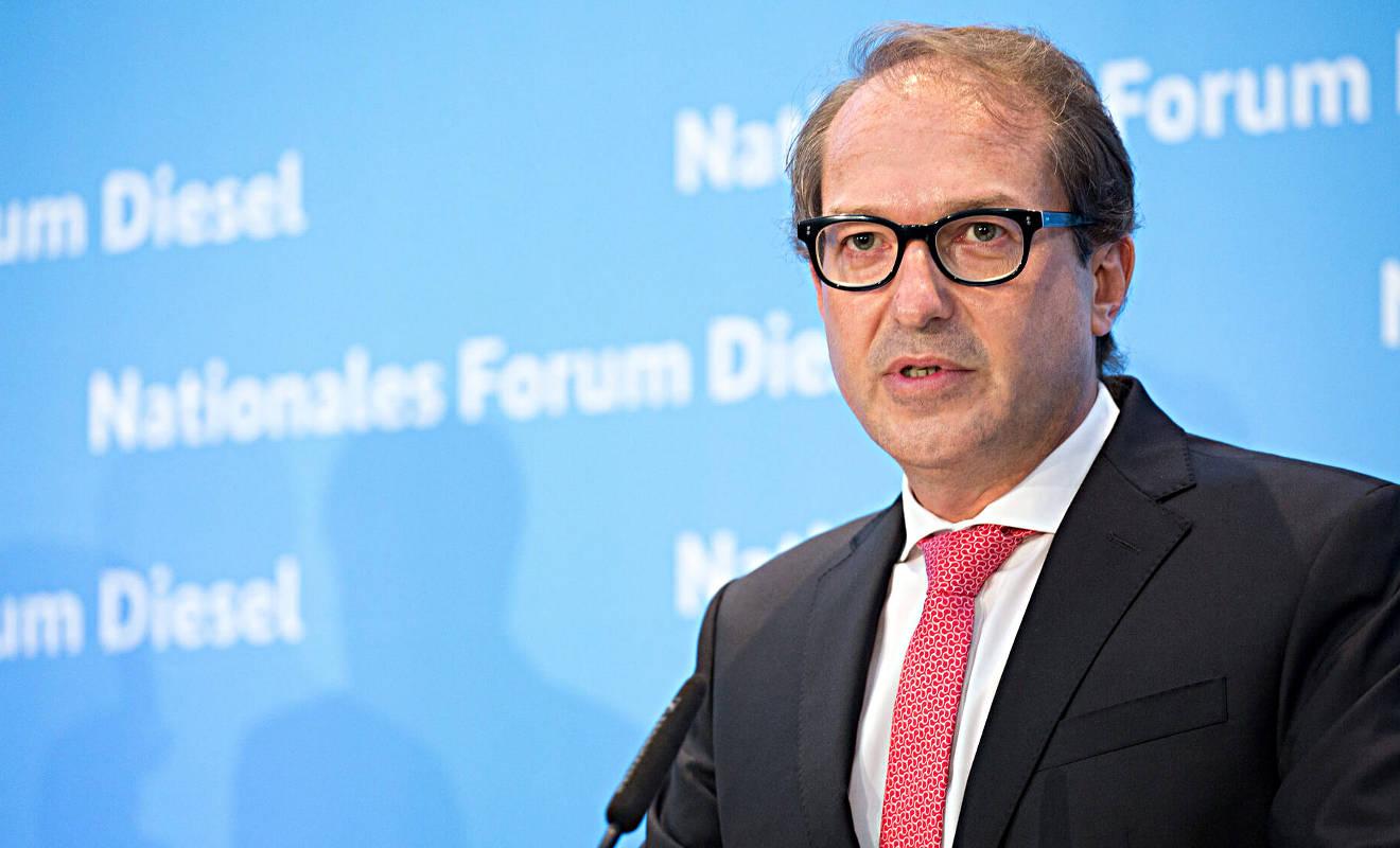 Alexander Dobrindt bei der Pressekonferenz nach dem Diesel-Gipfel. Foto: BMVI