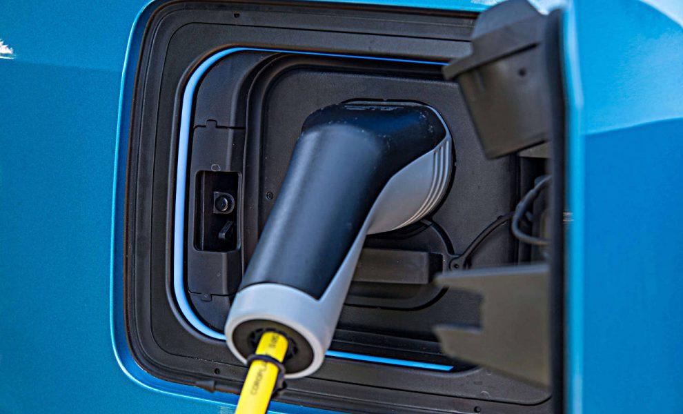 Ein Elektroauto von BMW wird aufgeladen. Foto: BMW