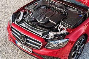 In der Mercedes E-Klasse kommt ein moderner EU6-Diesel zum Einsatz. Foto: Daimler