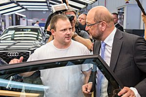SPD-Chef Martin Schulz (r.) zu Besuch bei Audi in INgolstadt. Foto: Audi
