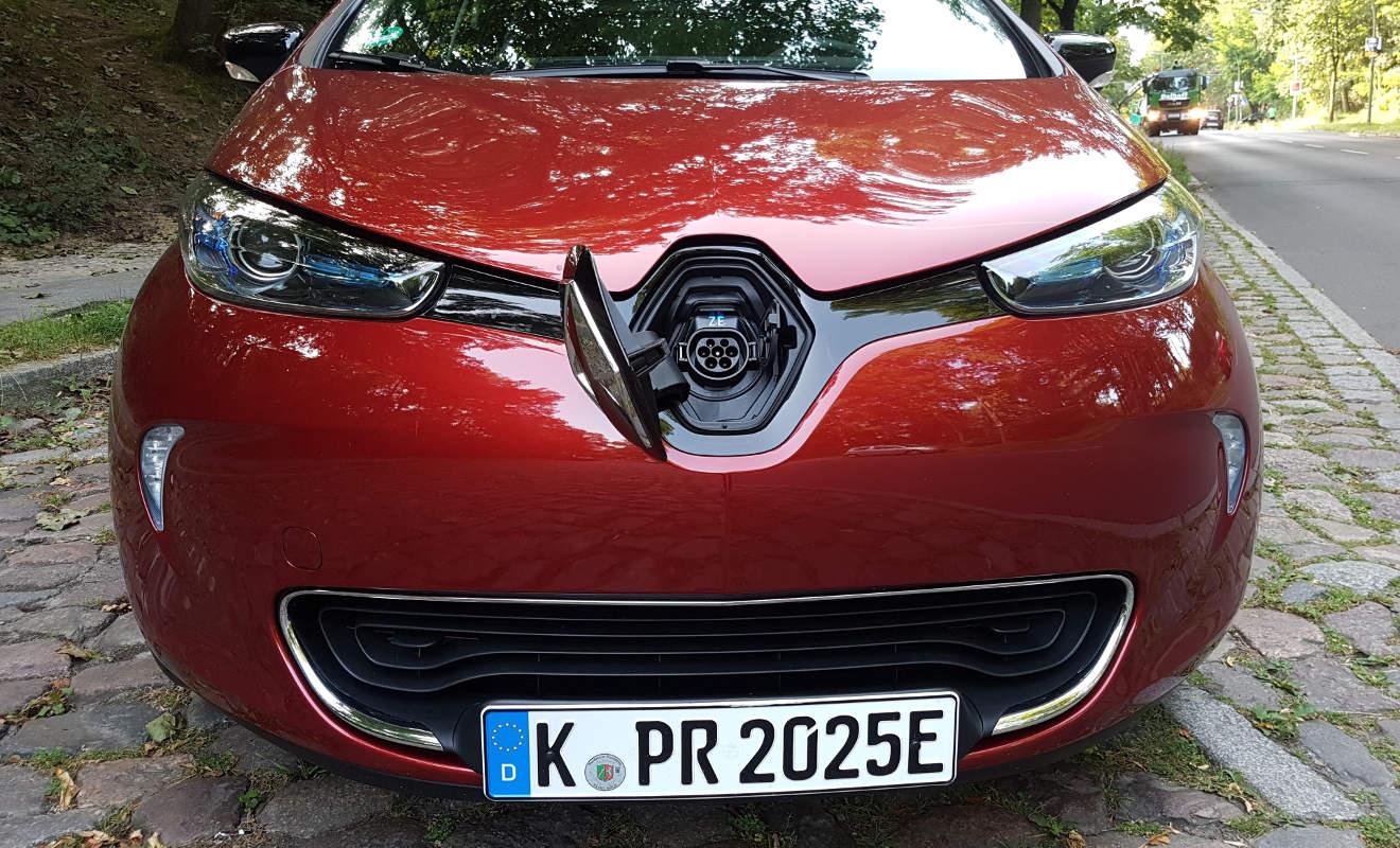 Der Renault Zoe lässt sich an einem Schnellader in 1.30 Stunden zu 80 Prozent aufladen. Foto: Mertens