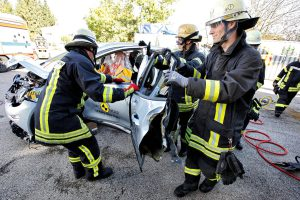 Rettung aus einem Elektroauto. Foto: ADAC/Ralph Wagner