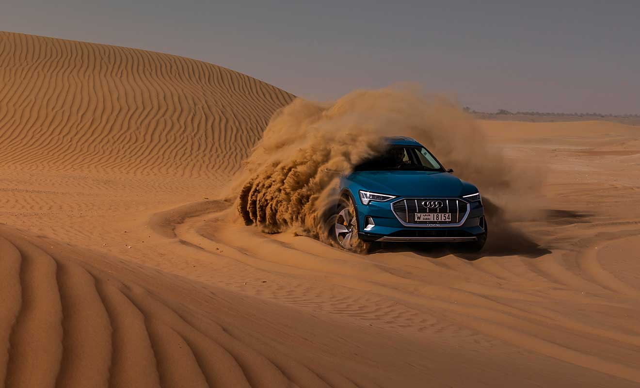 Der e-Tron kann auch Wüste. Foto: Audi